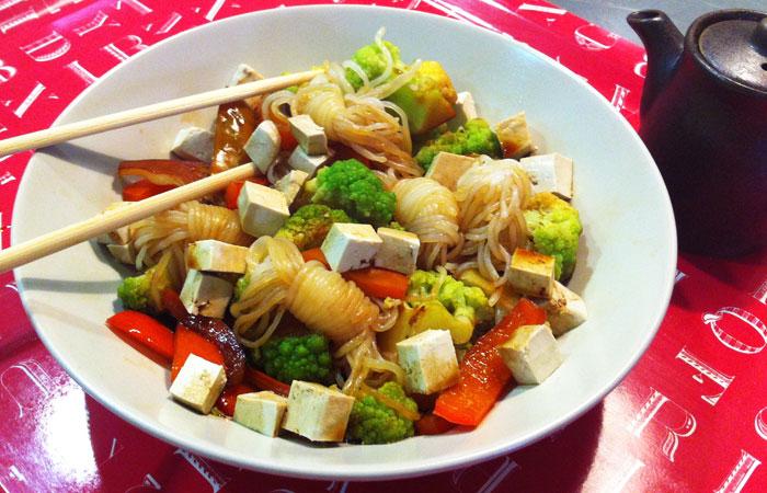 Verduras con tofu y fideos shirataki – 280kcal