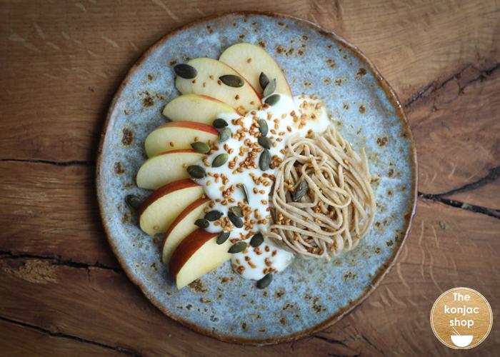 Manzana, Yogur, Semillas y Espaguetis Konjac y Amaranto