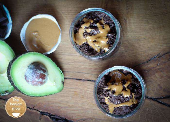 KetoMousse de aguacate, coco, cacao y cacahuete – 300kcal