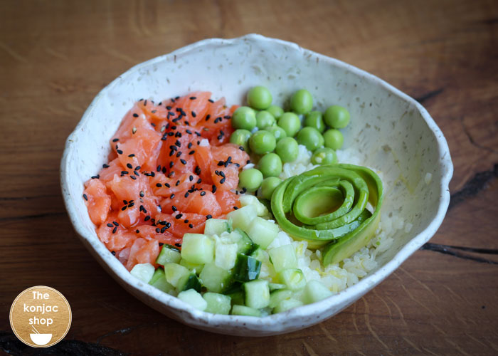 Poke bowl de salmón y arroz konjac – 450kcal